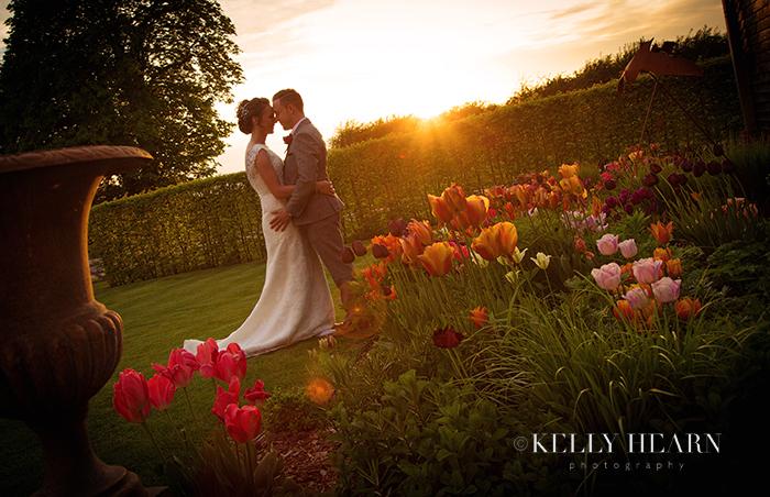 BEN_couple-sunset-tulips.jpg#asset:1107: