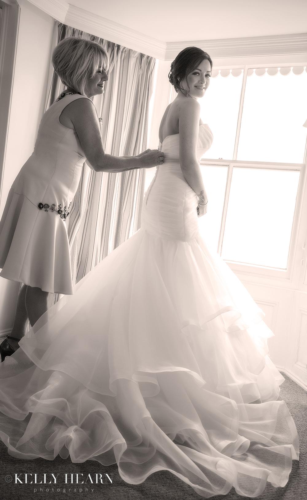HAR_bride-mother-putting-on-dress.jpg#asset:1802