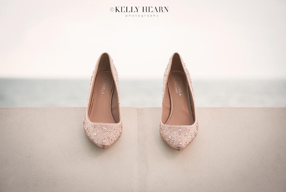 HAR_brides-shoes-on-wall-sea.jpg#asset:1803