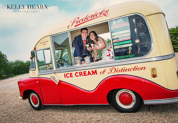 JOL_couple-in-icecream-van.jpg#asset:160
