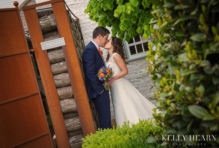 JOL_couple-kissing-private.jpg#asset:160