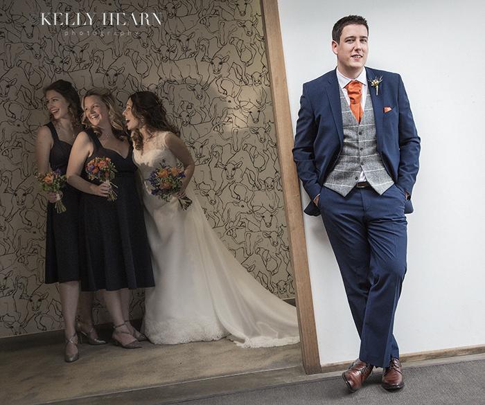 JOL_groom-bride-bridesmaids-in-backgroun
