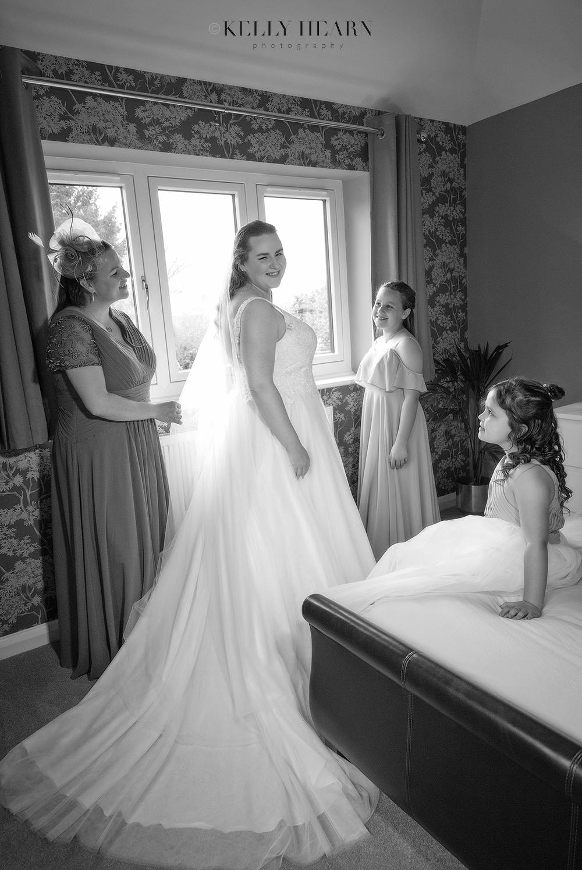 JON_bride-and-mother-wedding-morning.jpg#asset:3021