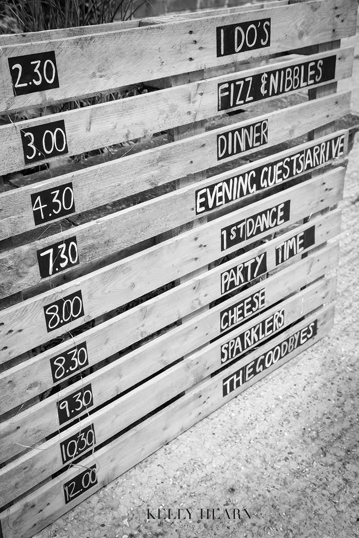 LAW_wooden-pallett-sign-timings.jpg#asse