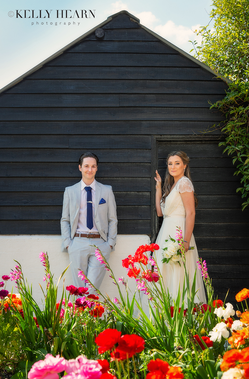 LEN_couple-in-front-of-black-building-colourful-flowers.jpg#asset:2579