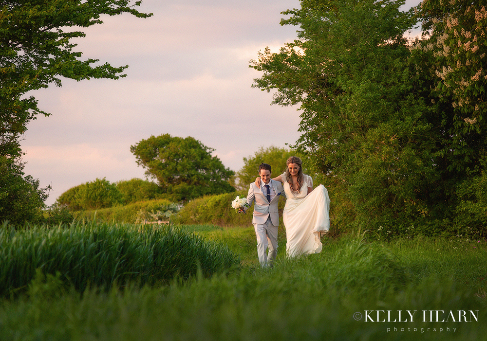 LEN_couple-walking-through-field.jpg#asset:2581