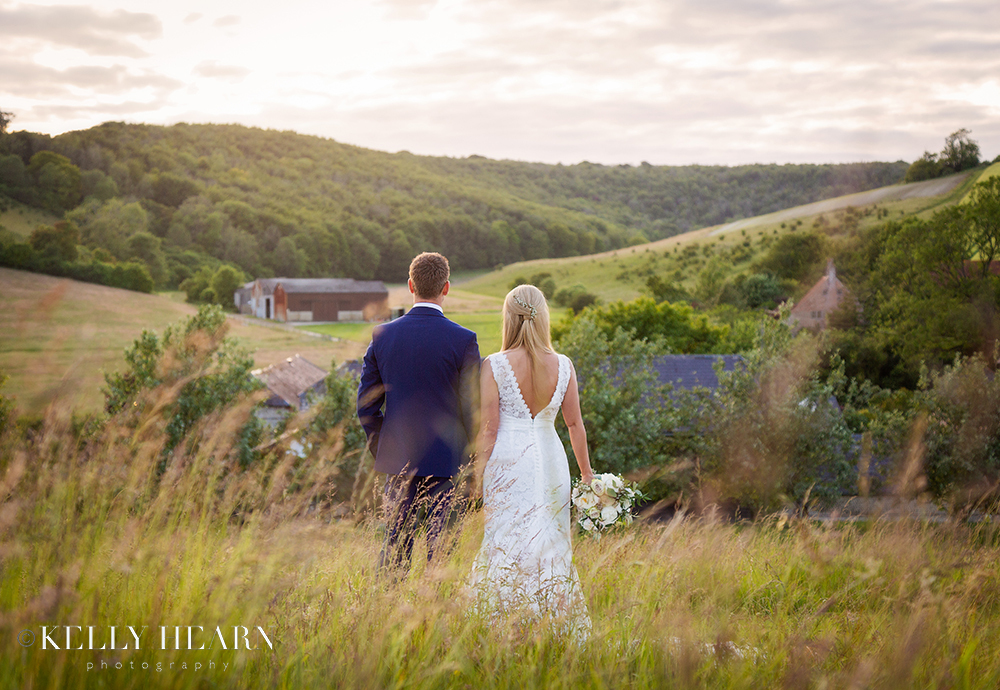 MOO_back-of-couple-on-hill.jpg#asset:2593