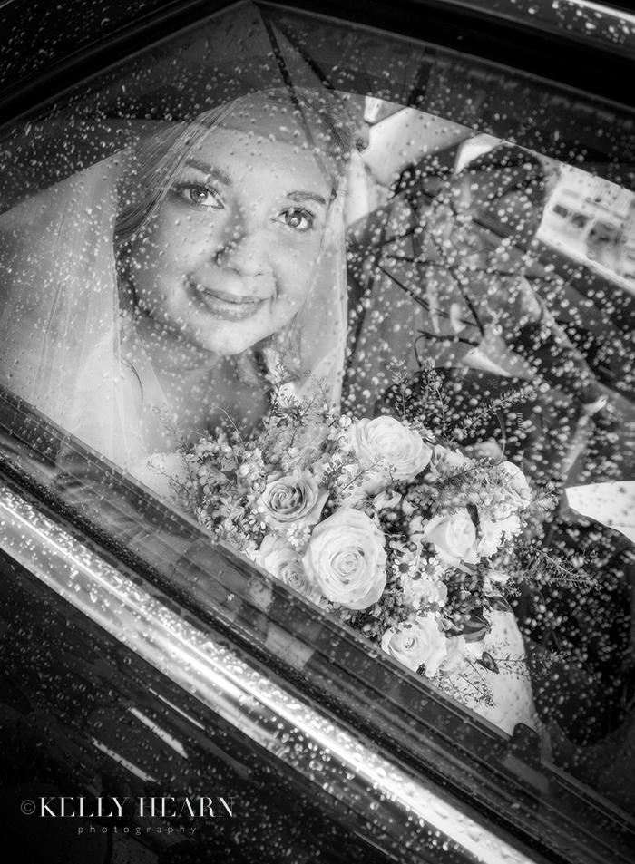 MUB_16-bride-through-car-window.jpg#asse