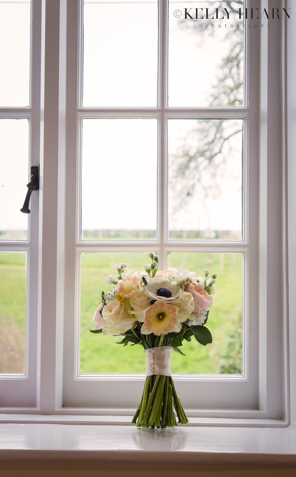 NAX_bouquet-in-window.jpg#asset:2031