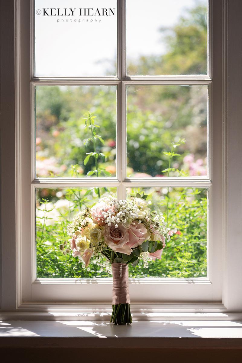PAG_bouquet-at-window.jpg#asset:2617