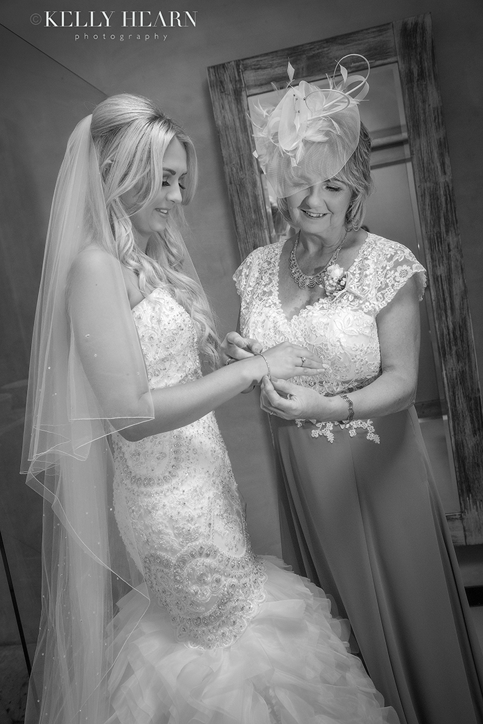 PEARC_bride-with-mother.jpg#asset:1759