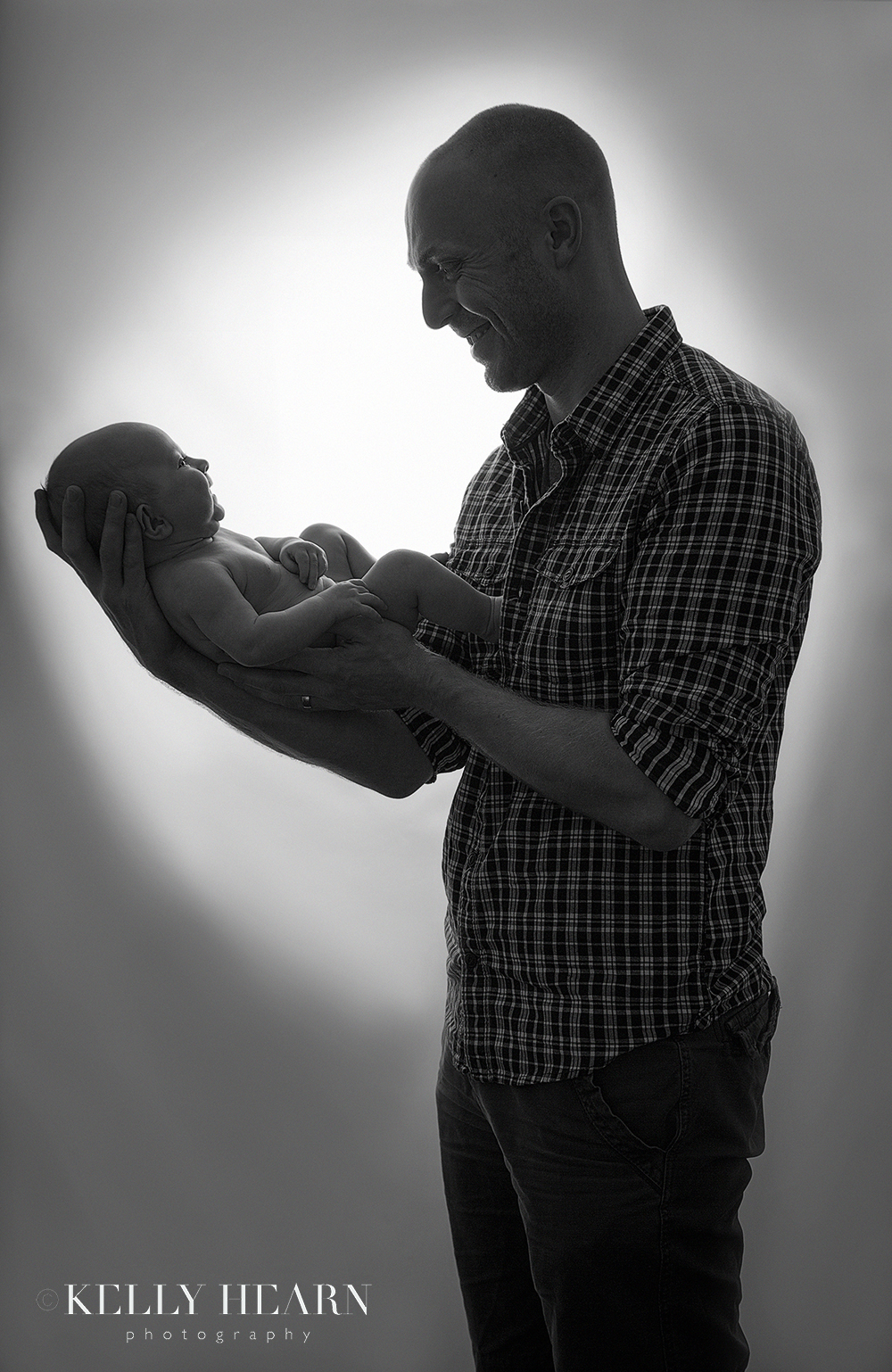 PORT_dad-holding-baby-silhouette.jpg#asset:1972