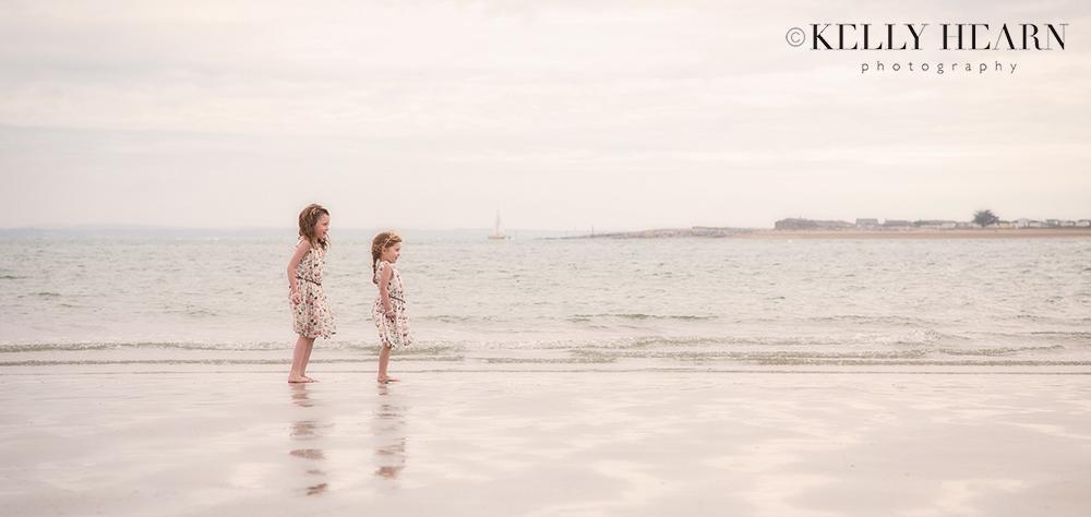 PORT_girls-on-beach.jpg#asset:1977