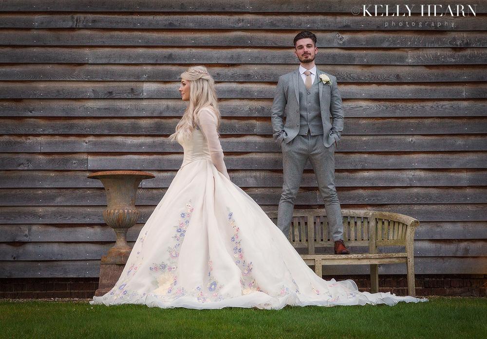 QUA_bride-groom-wooden-slat-background.jpg#asset:2011