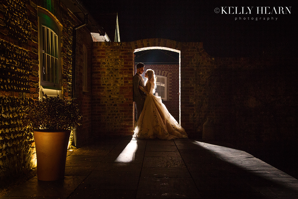 QUA_couple-silhouette-in-archway.jpg#asset:2016