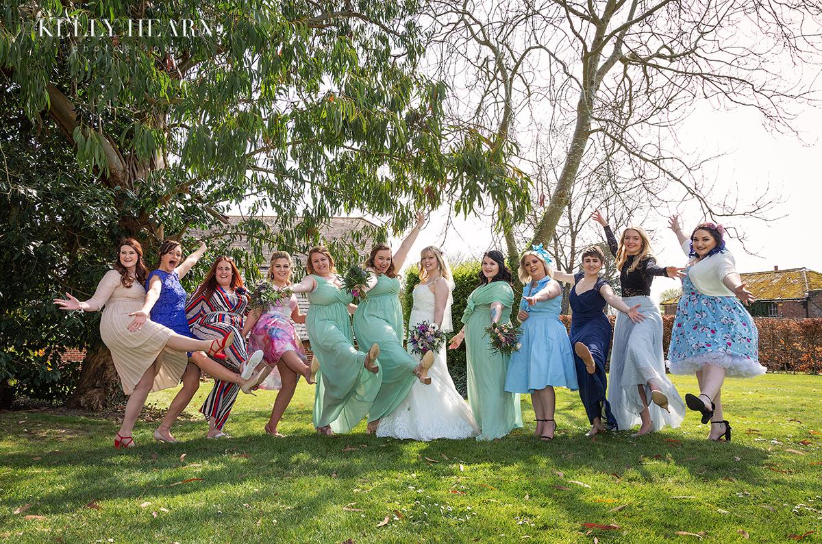STAU_bride-girl-friends-group.jpg#asset:2496