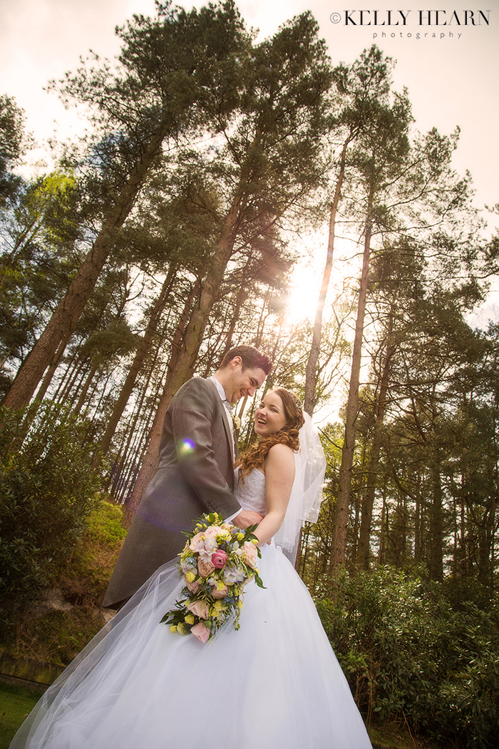 WEB_BRIDE_GROOM_KISS_SUNSET_WOODS_TREES.